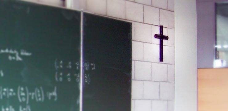 Führen Kruzifixe im Schulzimmer zu einer ablehnenden Einstellung gegenüber Muslimen?