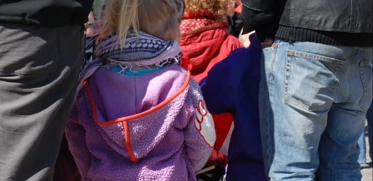 Tiefe Wahlteilnahme von Schweizerinnen und Schweizern mit Migrationshintergrund – sind die Eltern schuld?