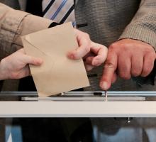 Hohe Wahlhürden oder sprachliche Vielfalt? Die wichtigsten Faktoren zur Erklärung der Parteienlandschaft in den Kantonen